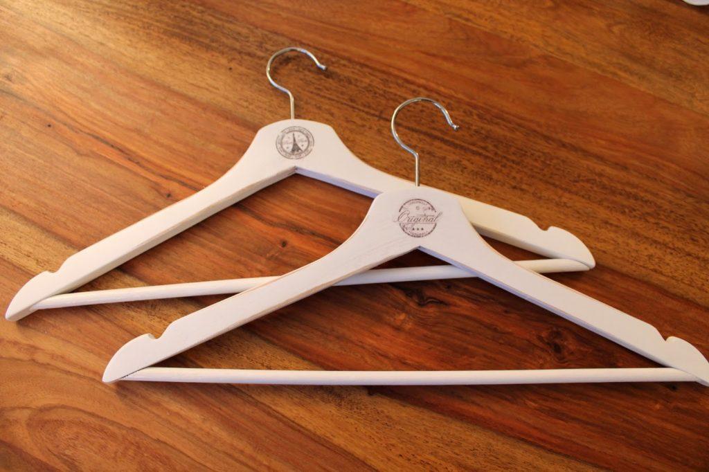 DIY, Basteln: Kleiderbügel mit Decal Folie, Transfertechnik aufhübschen, Wohndekoration - DIYCarinchen