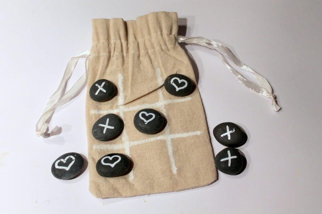 DIY, Basteln: Tic Tac Toe Spiel in Liebesgeschenk, Geschenkideen, Spiele - DIYCarinchen
