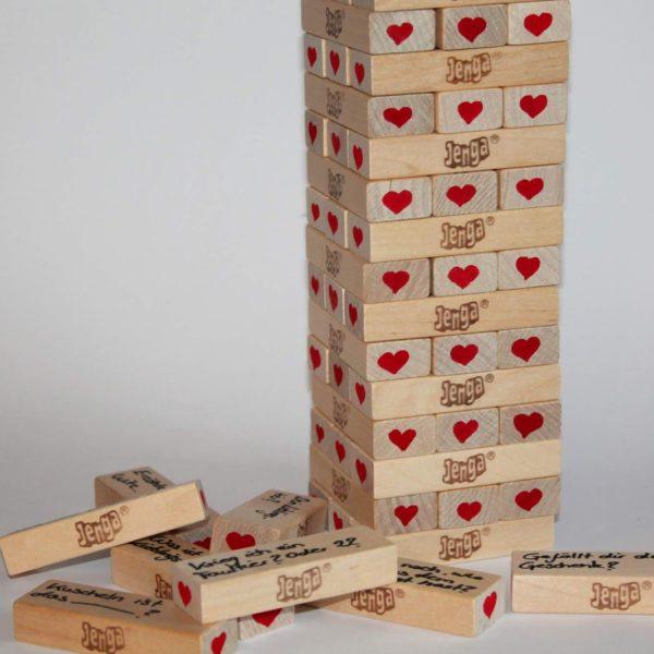 DIY Jenga Spiel für Verliebte ganz einfach selber machen - perfekte Geschenkidee zum Valentinstag