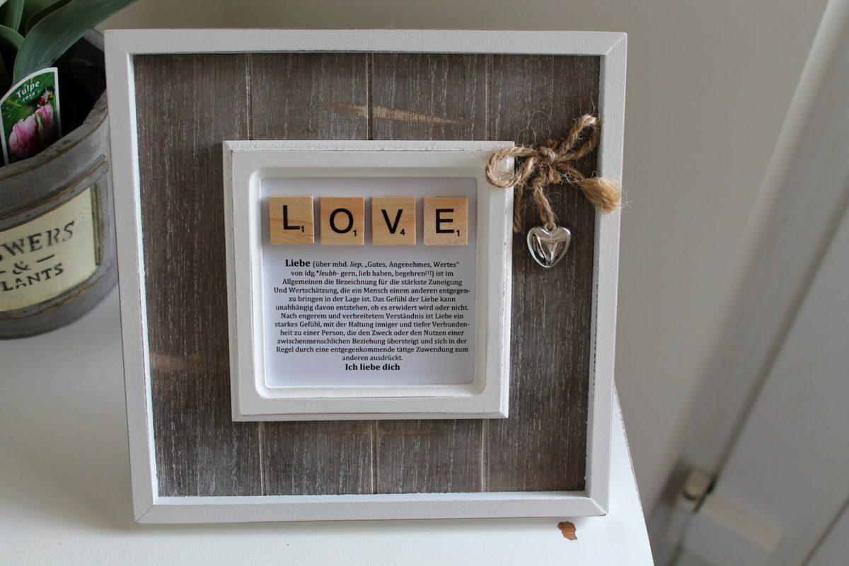 DIY Bilderrahmen Love mit Scrabble Buchstaben