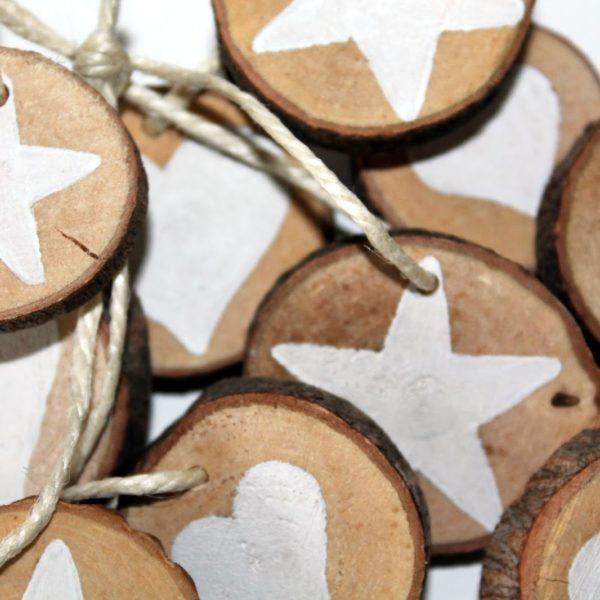 DIY Holzscheiben Stern und Herz als Adventsanhänger selber machen