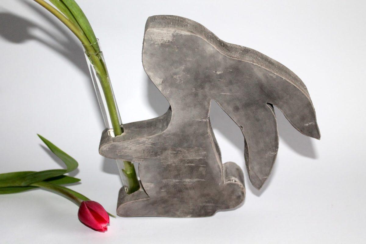 DIY Gips / Beton Hasenvase einfach selber machen - wunderschöne Osterdeko!