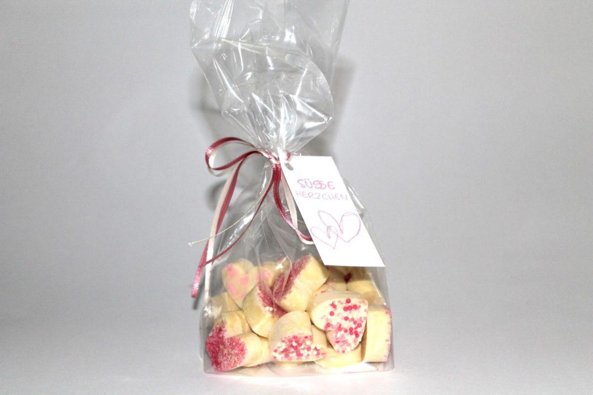 DIY süße Schokoherzen einfach selber machen - einfaches Rezept zum Valentinstag