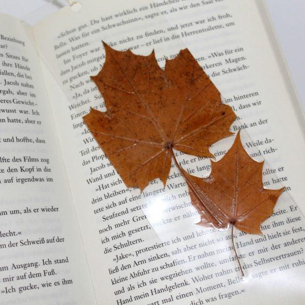 DIY Buchlesezeichen mit Herbstblättern aus Laminierfolie einfach selber machen