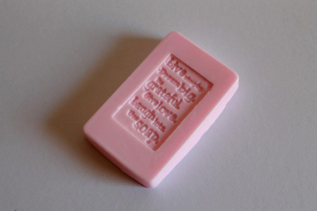 DIY, Basteln: Rosa und weiße Seife mit Stempeldruck als Geschenkidee, Kosmetik, Beauty und Wohndekoration - DIYCarinchen