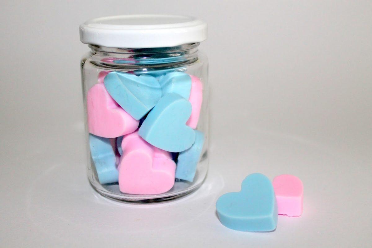 DIY Seifenherzen rosa und blau einfach selber machen - Seife