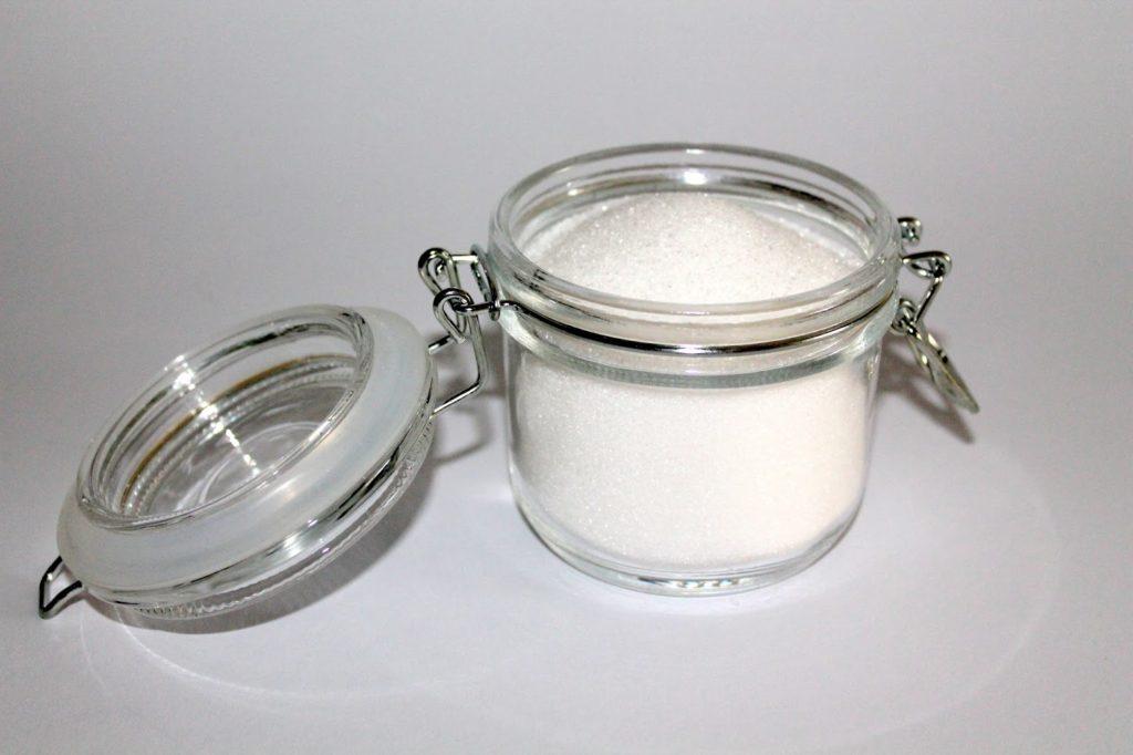 DIY, Basteln: Sugar Scrub / Zuckerpeeling Bonbon in Kosmetik als Geschenkidee und Wohndekoration - DIYCarinchen
