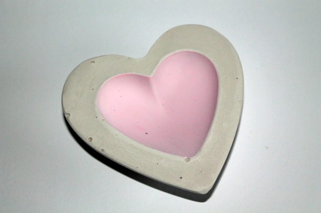 DIY, Basteln: Gips / Beton Schale Herz rosa als Dekoration, Geschenk, Gartendekoration - DIYCarinchen
