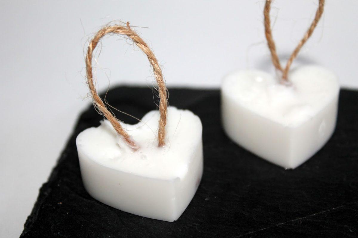 DIY Seifenherzen in Vanille mit Kordel einfach selber machen