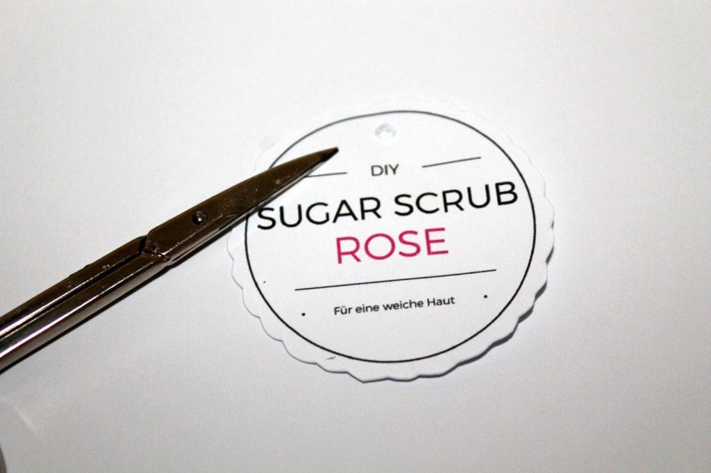 DIY, Basteln: Sugar Scrub / Zuckerpeeling Lavendel in Kosmetik als GesDIY, Basteln: Sugar Scrub / Zuckerpeeling Rose in Kosmetik als Geschenkidee und Wohndekoration - DIYCarinchenchenkidee und Wohndekoration - DIYCarinchen