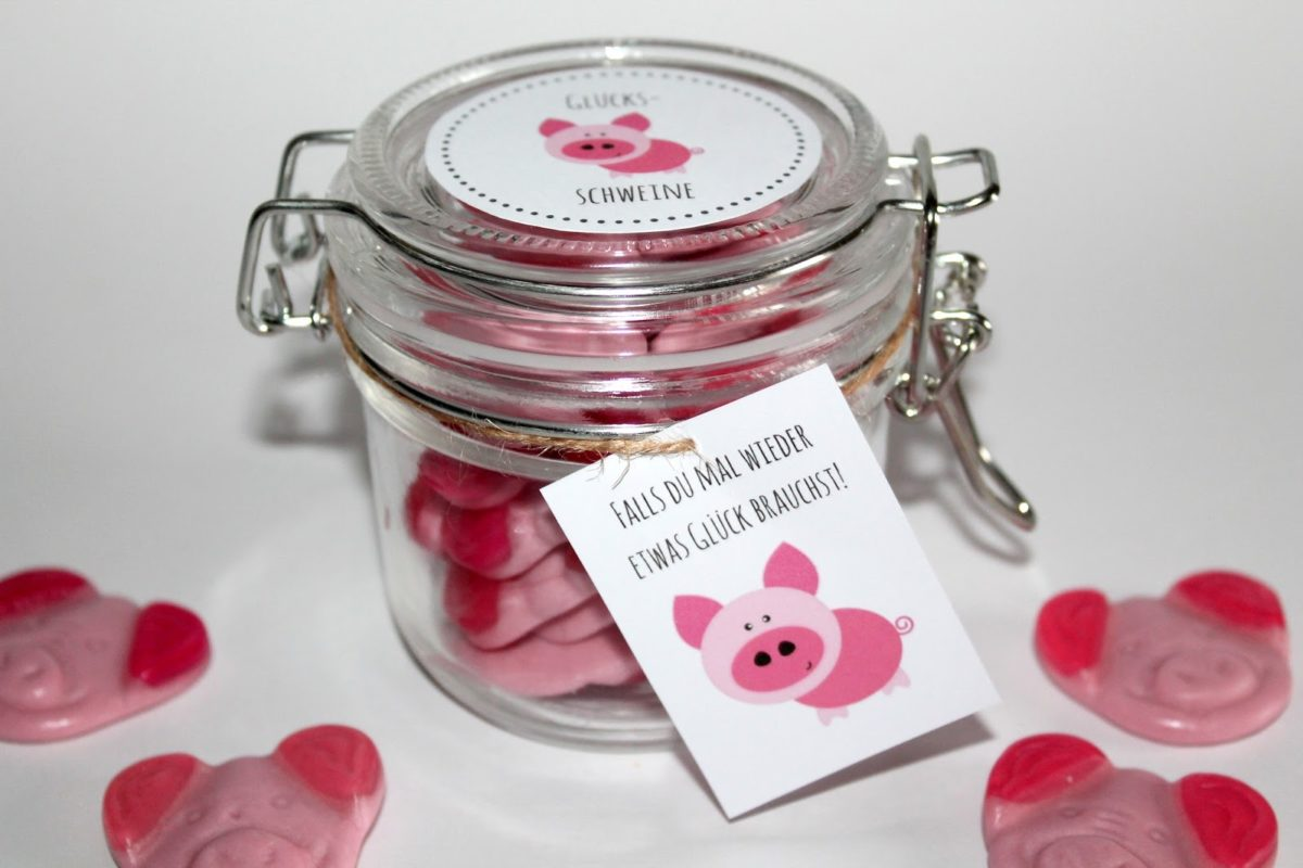 Brauchst du etwas Glück? DIY selbstgemachte Geschenke aus dem Glas - Glücksschweine