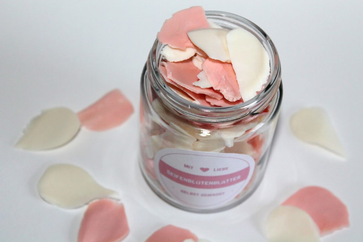 DIY Seifenblütenblätter selber machen + kostenlose Vorlage - eine wundervolle, süße Geschenkidee für jeden Anlass
