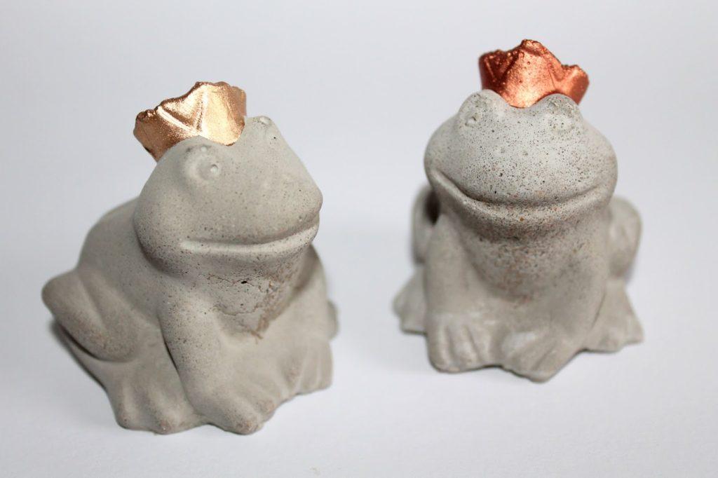 DIY, Basteln: Gips / Beton Frösche als Dekoration, Geschenk, Gartendekoration - DIYCarinchen