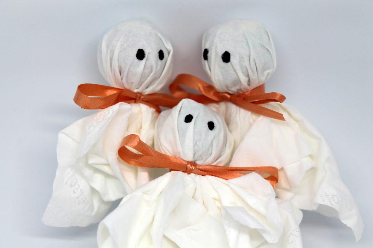DIY Lolly Geister - ♡ Süßes sonst gibt es saures! Mit dieser Bastelidee bringt ihr alle Kinderherzen zum Schlagen!