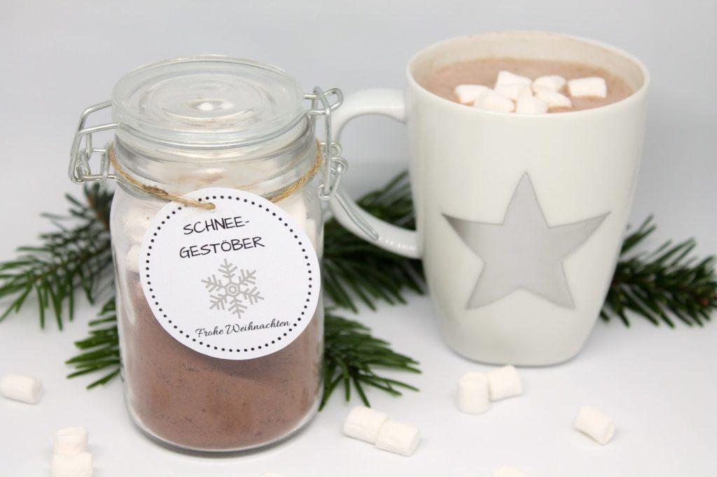 DIY, Basteln: Einmachglas Schneegestöber in Weihnachtsgeschenk, Adventskalender, Mitbringsel und Geschenkideen - DIYCarinchen