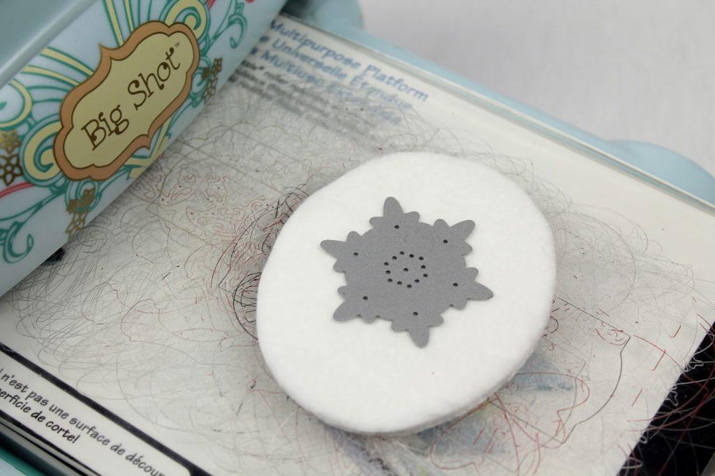 DIY, Basteln: Schneeflocken aus Wattepads, Dekoration, Weihnachtsdekoration und Geschenkideen - DIYCarinchen