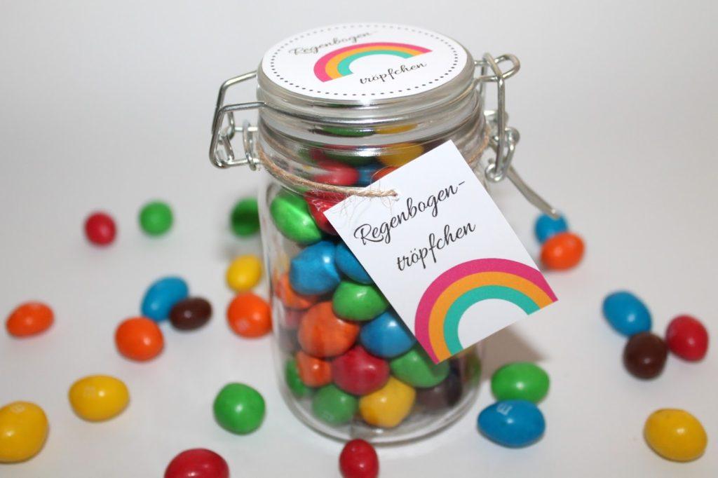 DIY, Basteln: Geschenke aus dem Glas Regenbogentröpfchen in Adventskalender, Mitbringsel, Geldgeschenke und Geschenkideen - DIYCarinchen