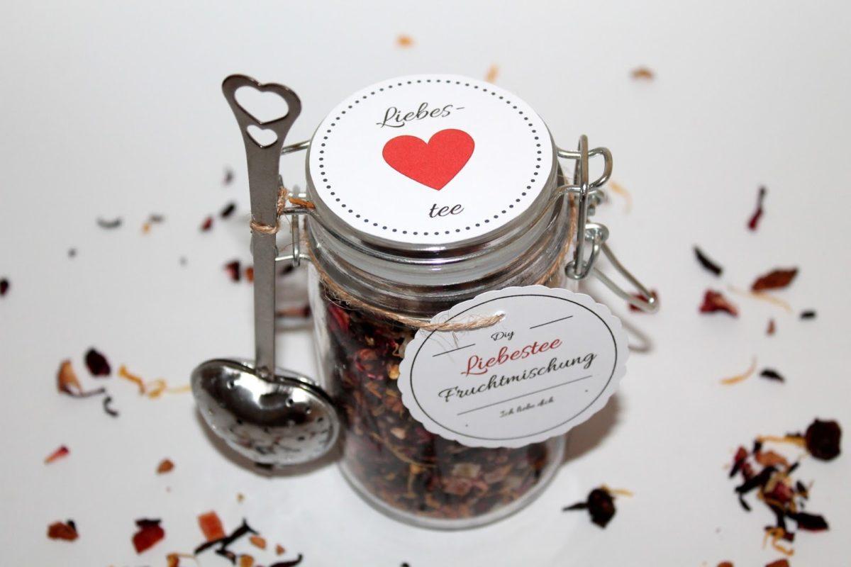 Ein Geschenk mit Herz: DIY Geschenke aus dem Glas Liebestee {mit gratis Printable}