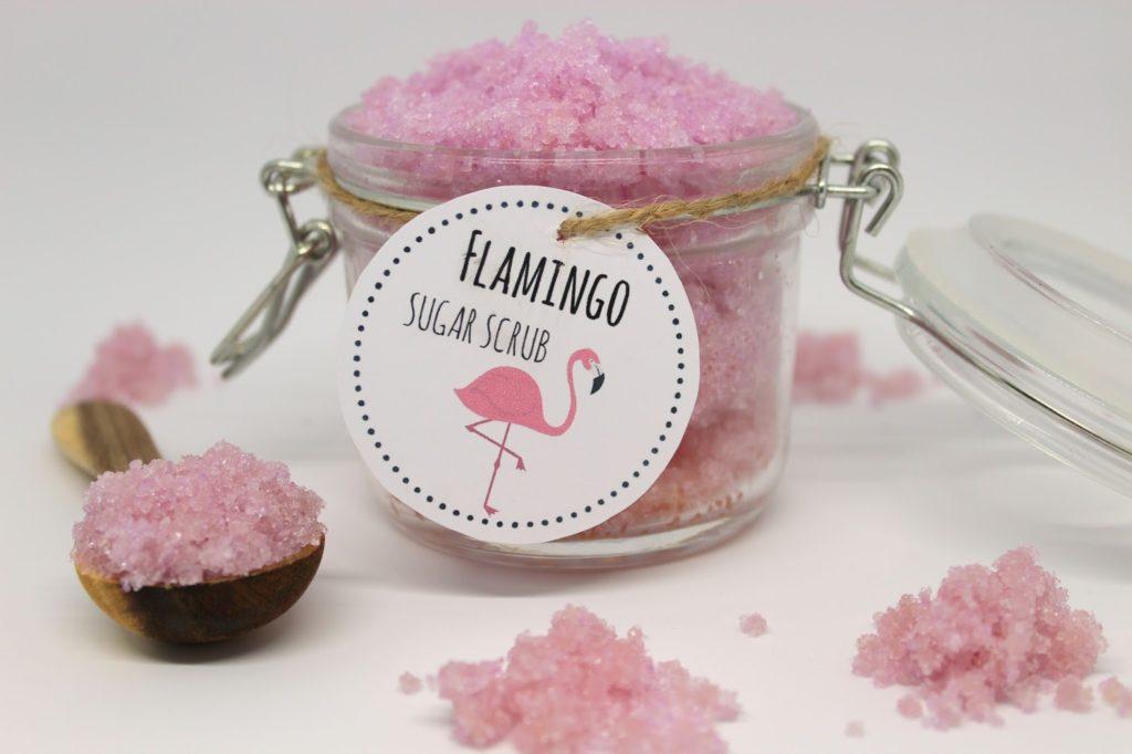 DIY, Basteln: Sugar Scrub / Zuckerpeeling Flamingo in Kosmetik als Geschenkidee und Mitbringsel - DIYCarinchen