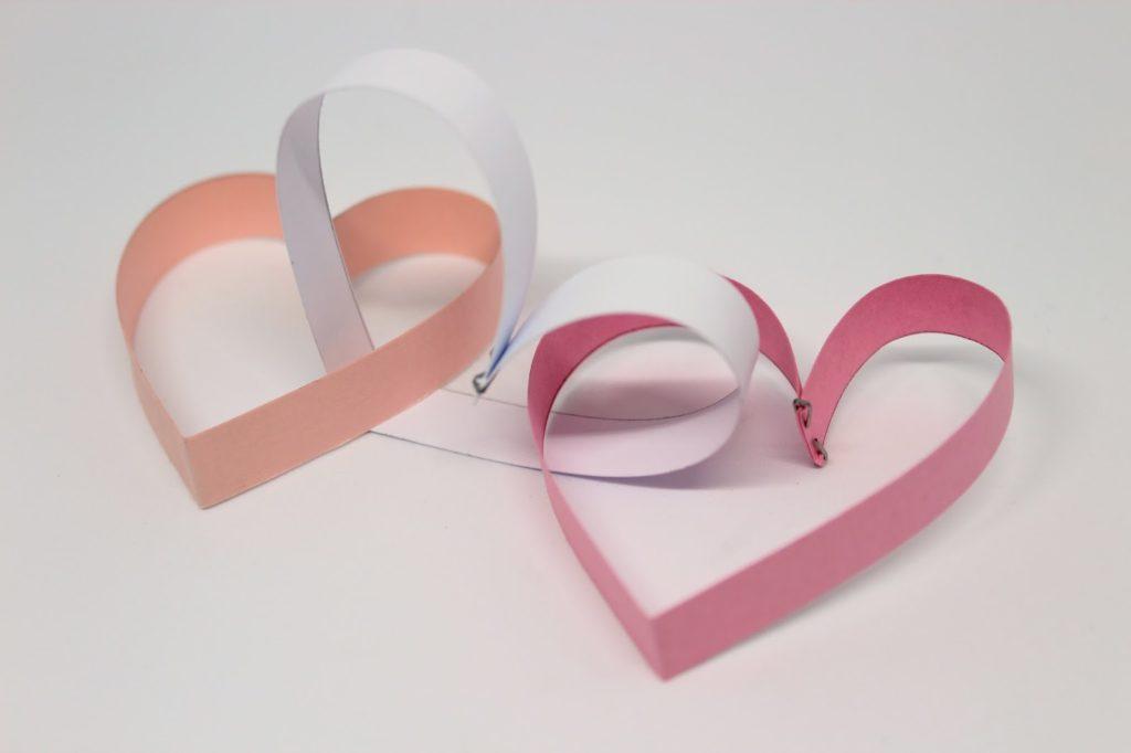 DIY, Basteln, Selbermachen: Herzchengirlande aus Papier als Valentinstagsdekoration, Valentinstag, Dekoration - DIYCarinchen