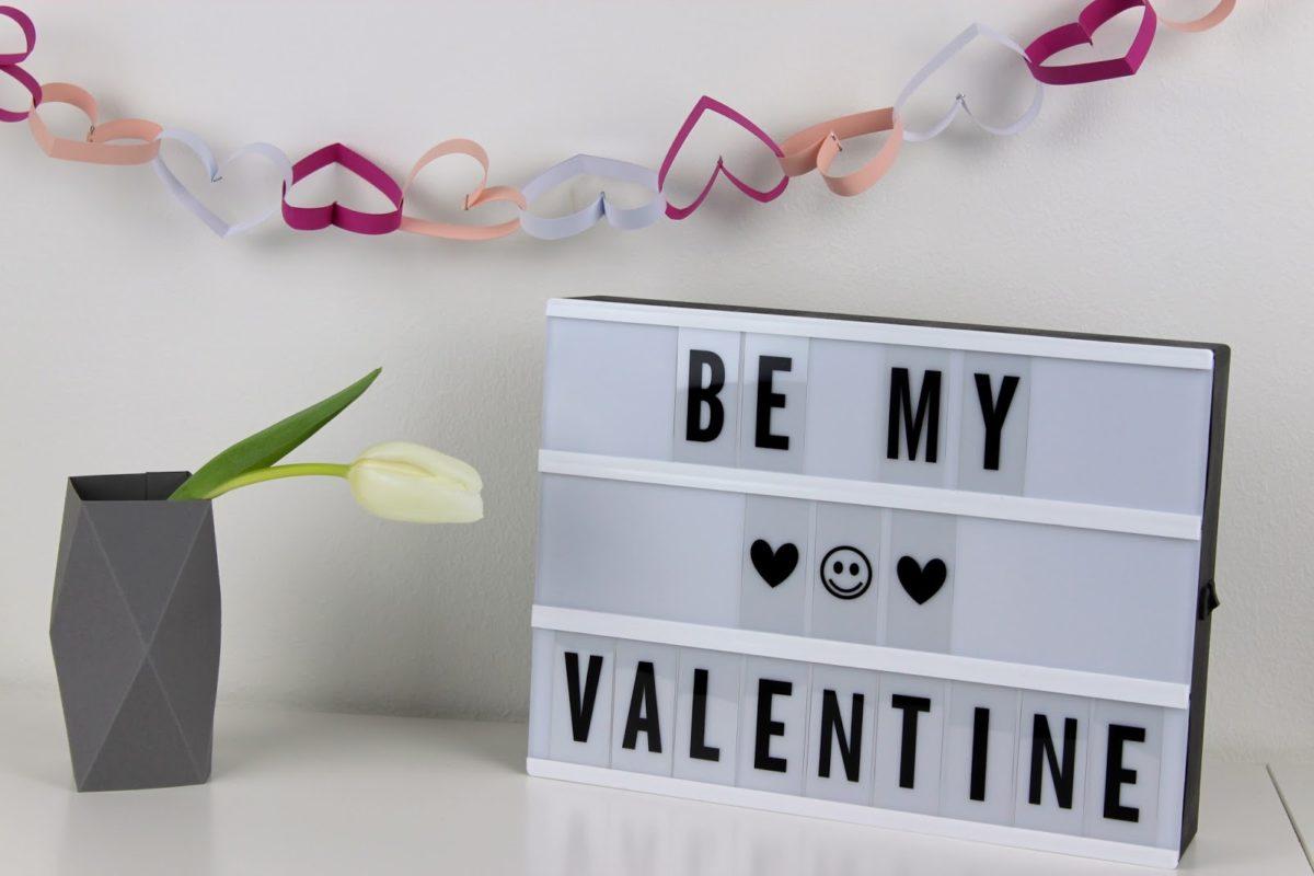 Die perfekte Valentinstagsdekoration von Herzen: DIY Girlande aus Papierherzen selber machen + Videoanleitung