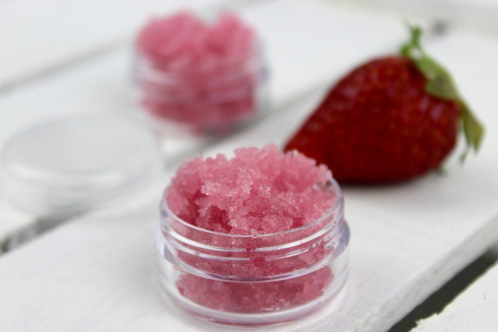 DIY Lippen Zuckerpeeling Erdbeer-Kokos ganz einfach selber machen - für besonders zarte Lippen