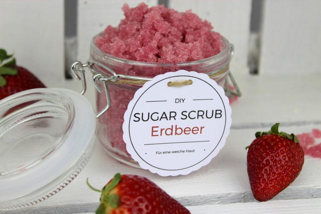 DIY Sugar Scrub / Zuckerpeeling Erdbeer- Kokos ganz einfach selber machen (+ kostenlose Vorlage)