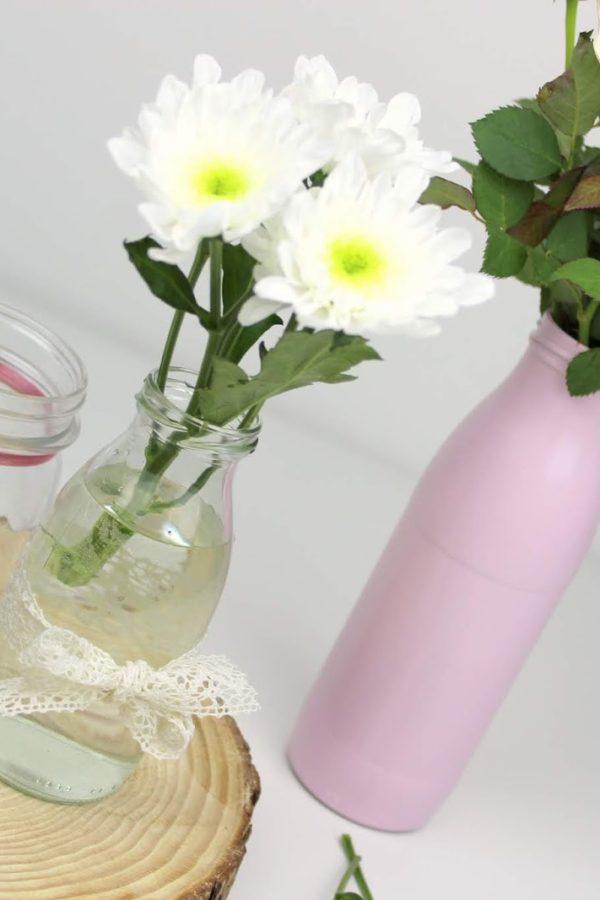 DIY selbstgemachte, günstige Tischdeko aus Milchflaschen - geniale Recycling / Upcycling Bastelidee
