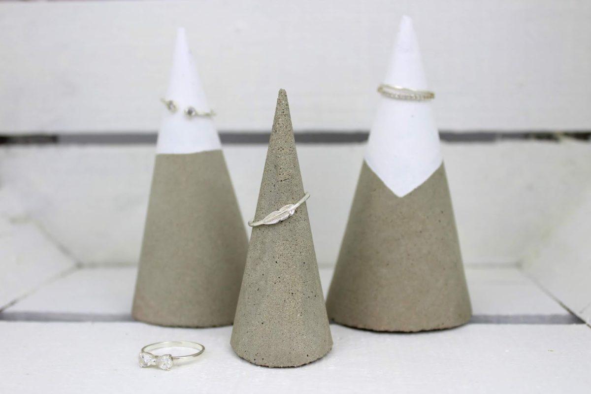 DIY Beton Ringhalter ganz einfach selbermachen - eine tolle Schmuckaufbewahrung