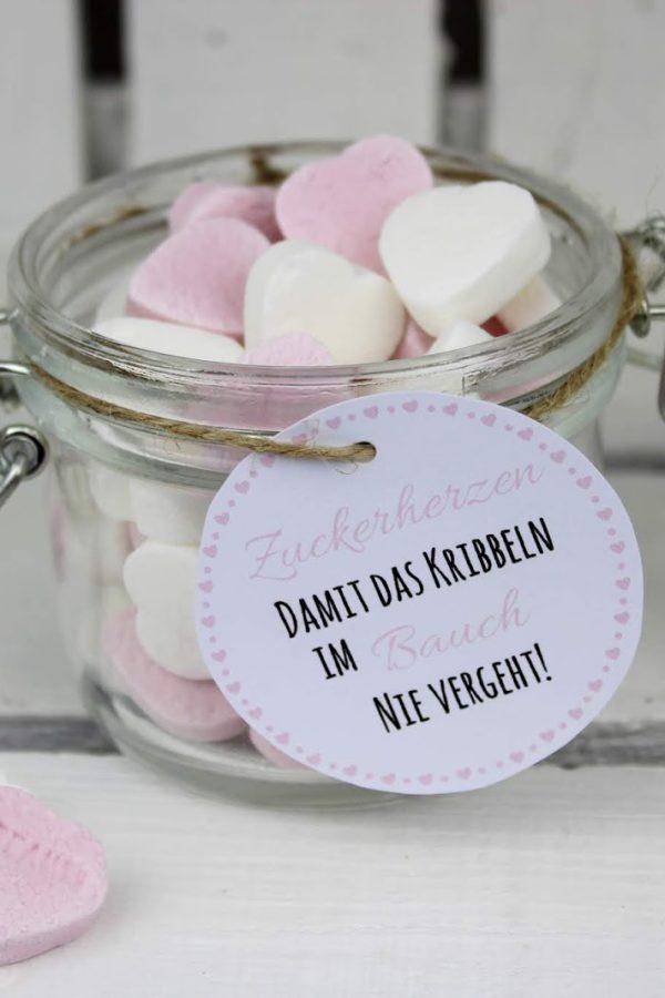 DIY Geschenk im Glas Zuckerherzen - perfekt als Hochzeits- oder Valentinstagsgeschenk + kostenlose Vorlage