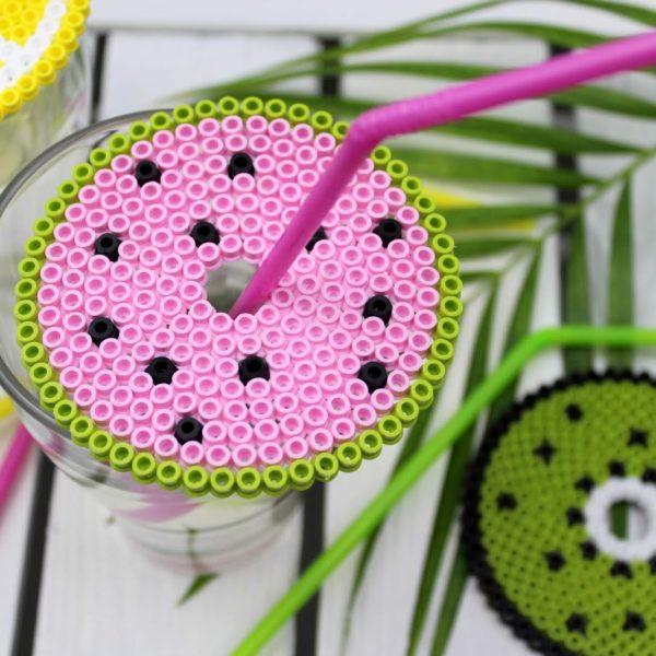 Sommerliches DIY: Getränkeschutzdeckel aus Bügelperlen in 3 sommerlichen Motiven ganz einfach selber machen - super Wespenschutz