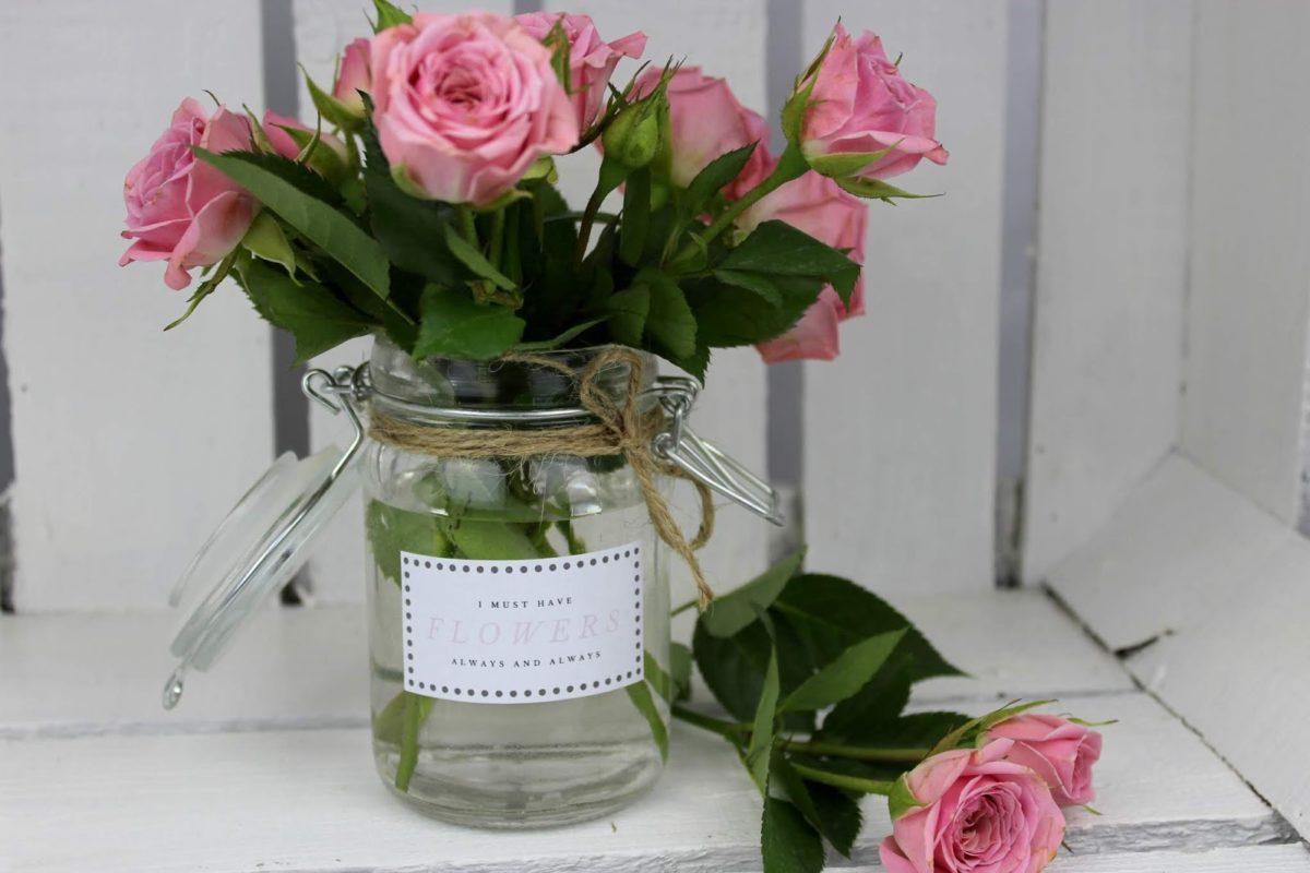DIY: Vase aus einem Einmachglas selber machen - wunderschöne, kleine Deko + kostenlose Vorlage