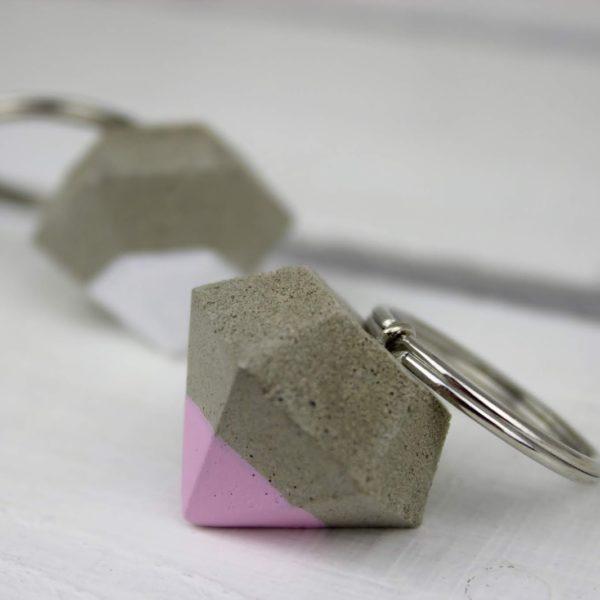 DIY Diamant Schlüsselanhänger aus Beton selbermachen - die perfekte Geschenkidee zu jedem Anlass
