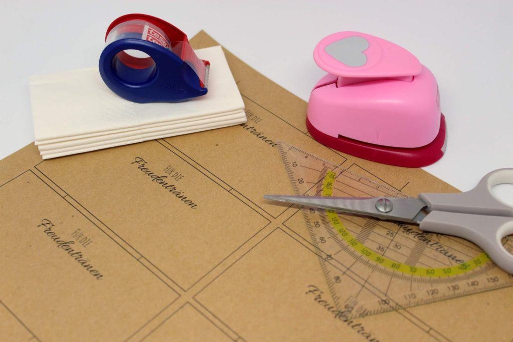DIY Anleitung: Taschentücher Freudentränen zur Hochzeit ganz einfach selber machen + kostenloses Printable