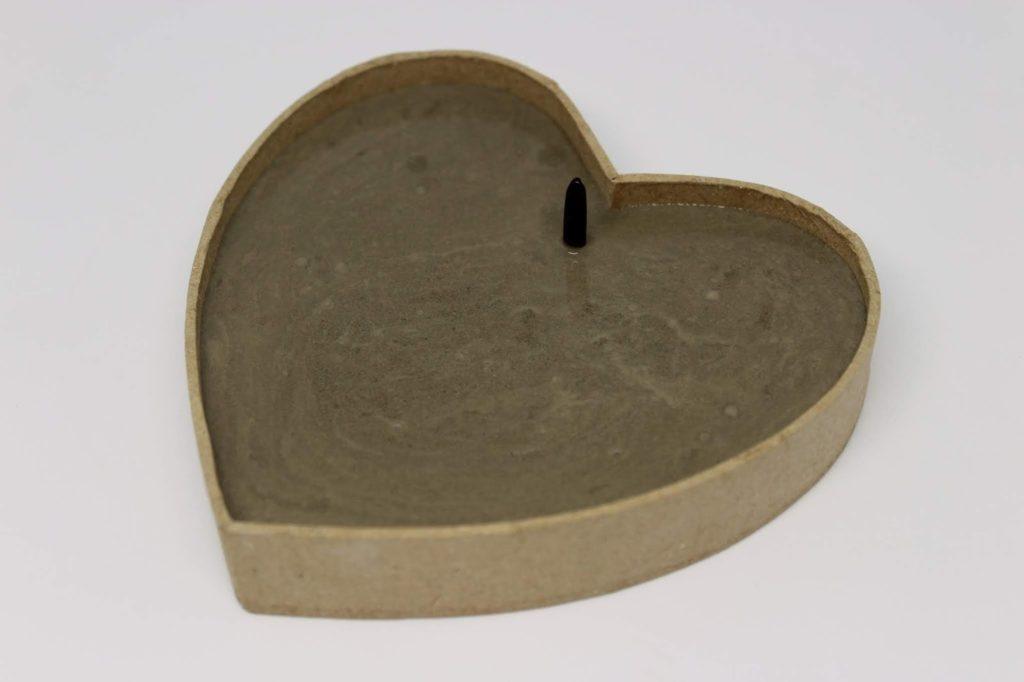 DIY Betonherz mit Holzbuchstaben LOVE - süße, kleine Hängedeko