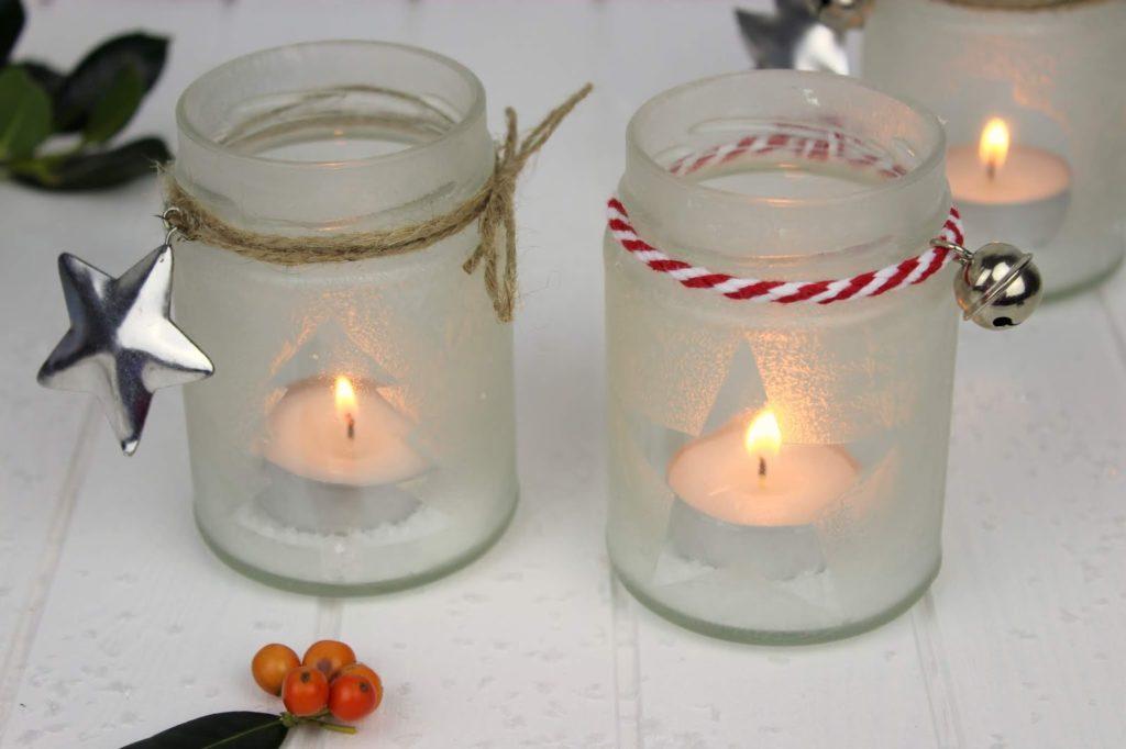 DIY wunderschöne Weihnachtsdeko - Eisblumen Windlichter ganz einfach aus Konfitürengläsern selber machen + kostenlose Vorlagen