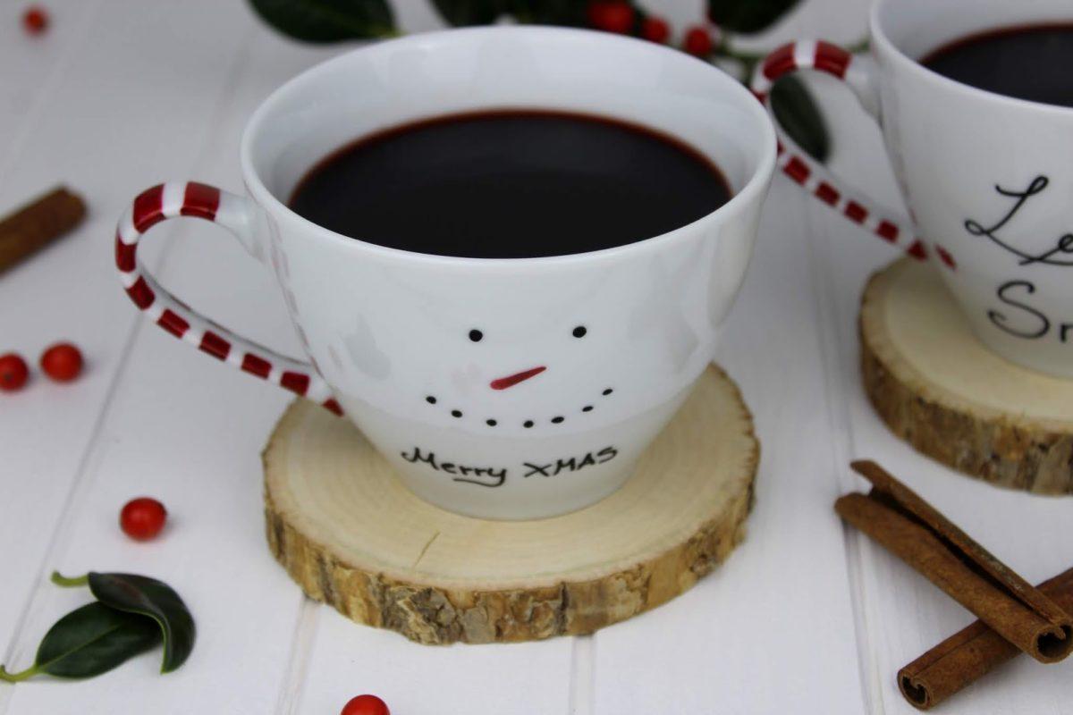 DIY + Rezept: Weihnachtlich bemalte Tassen und leckeren Glühwein einfach selber machen
