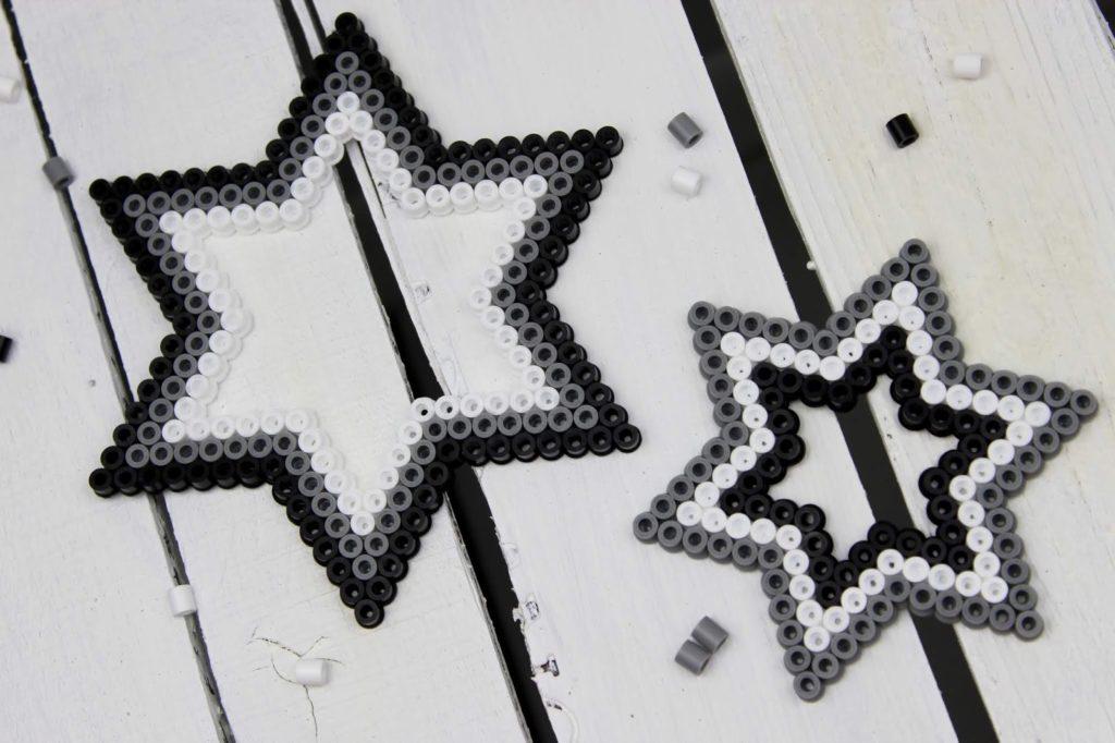 DIY Bügelperlen Weihnachtssterne - perfekte, kleine Weihnachtsdeko zum Basteln mit Kindern