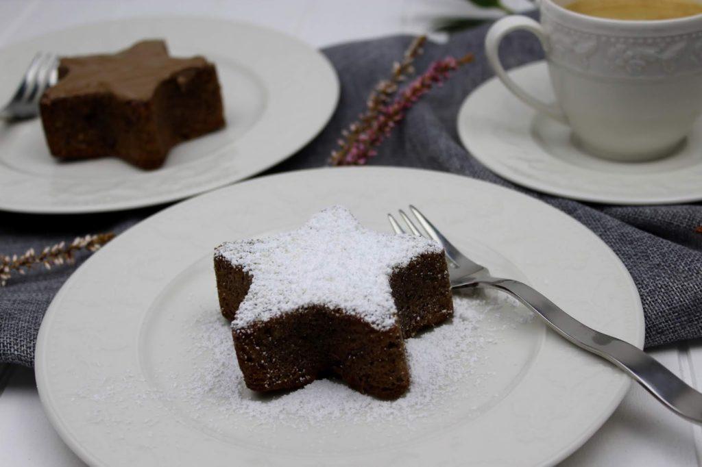 Rezept: Weihnachtlicher, saftiger Schoko-Nuss-Kuchen und ein weihnachtlich gedeckter Tisch mit Erwin Müller + Gewinnspiel