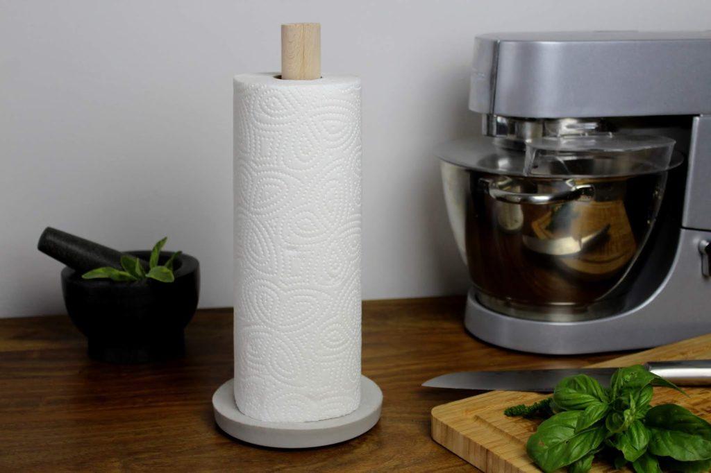 DIY Küchenrollenhalter aus Beton selber machen - ein absoluter Hingucker in der Küche