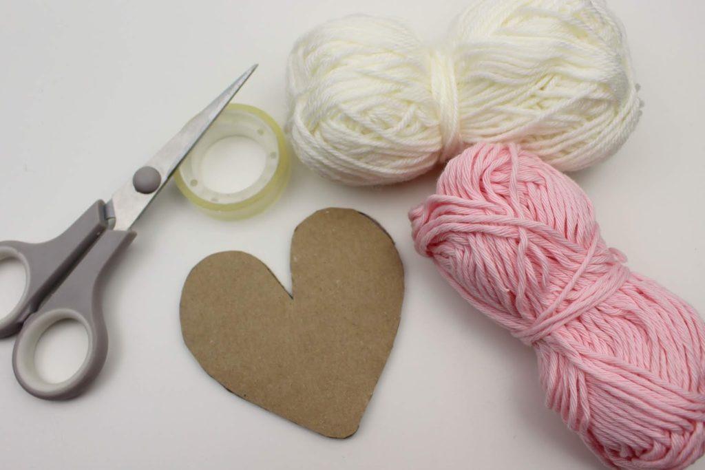 DIY super einfache Bastelidee: Wollherzen selber machen - perfekte Deko oder Geschenkidee zum Valentinstag
