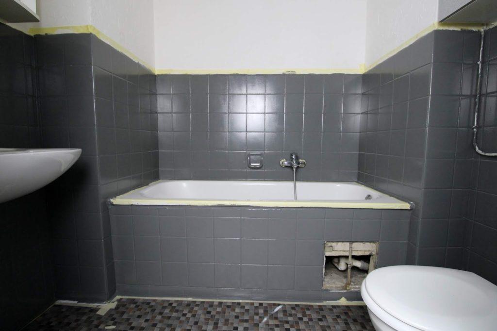 DIY: Badezimmer streichen und renovieren mit Fliesenfarbe -