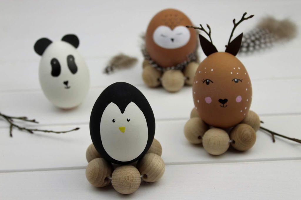 DIY: Tierische Ostereier mit Eierbechern aus Holzperlen ganz einfach selber machen - mit dem COSY Magazin