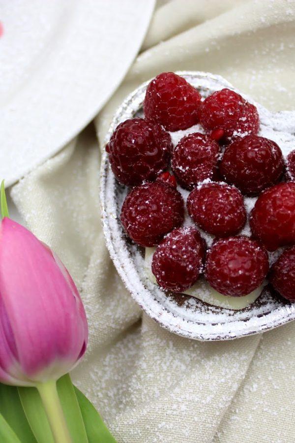 Schokomuffins mit Himbeeren und Vanille