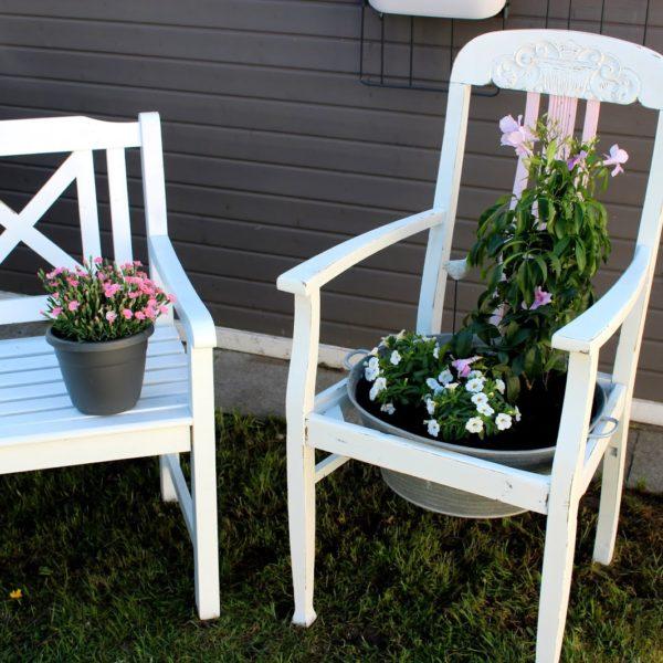 Blumenstuhl aus altem Stuhl