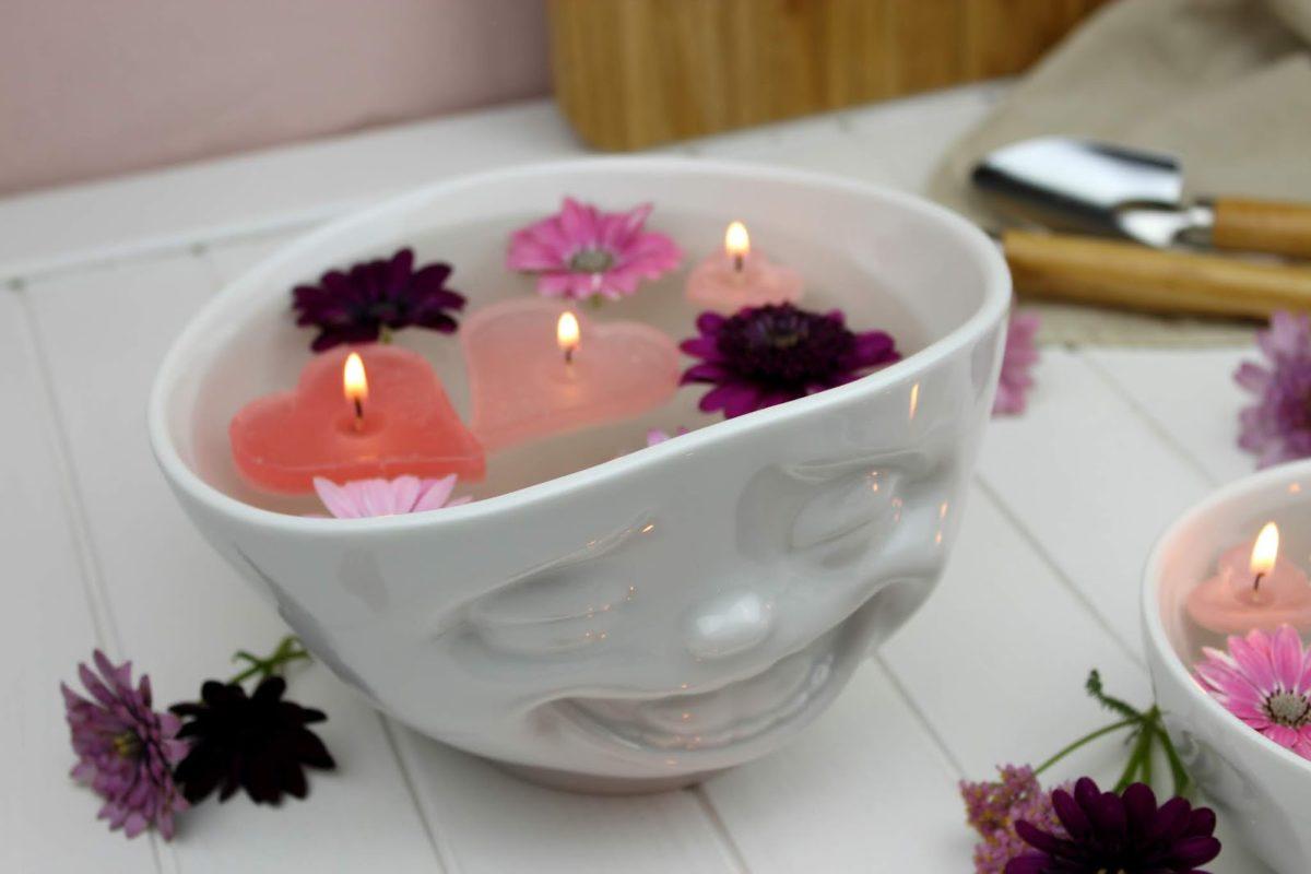 Kerzen, Schwimmkerzen, Blumen, Schüssel