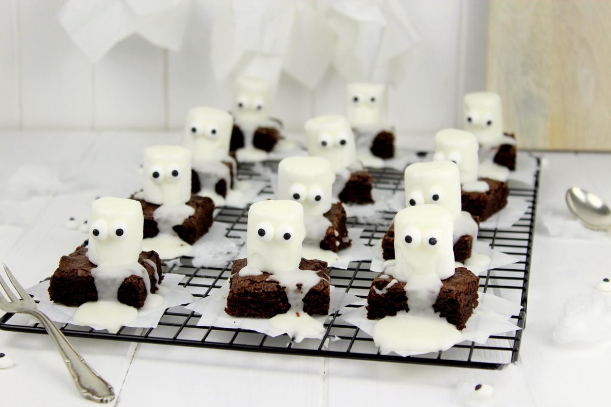 Gruselige Rezepte Halloween.Rezept Gruselige Halloween Geister Brownies Backen Diycarinchen Diy Blog