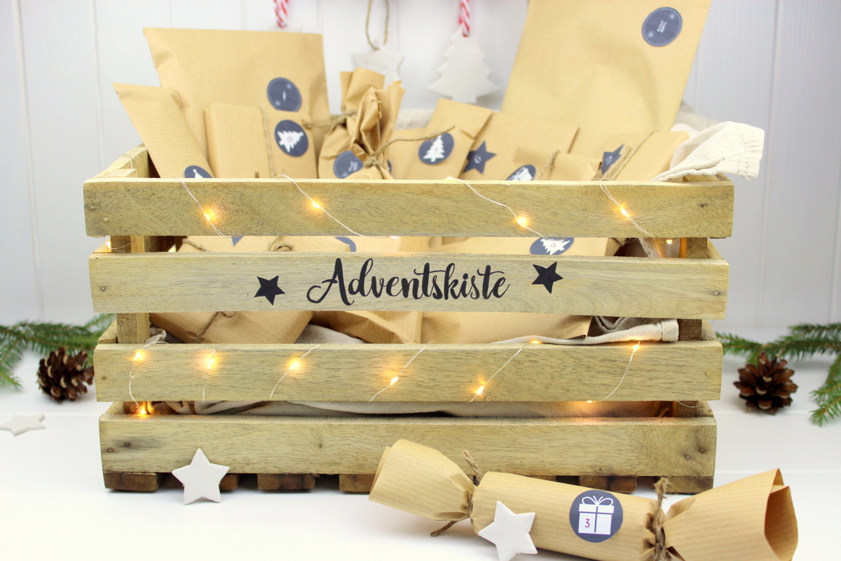Adventskalender in einer Kiste / Adventskiste mit 24 Geschenken