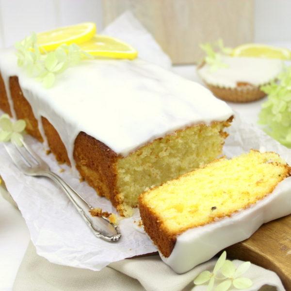 Saftiger Zitronenkuchen mit eine Guss aus Puderzucker und Zitrone