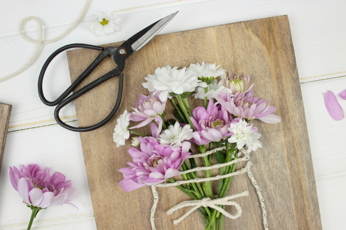 DIY String Art Wandbild Vase mit Blumen